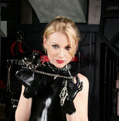 Lady Konstance | Domina Wien | FetishPoint Magazine