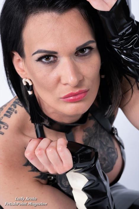 Lady Xenia – Latex | Domina Wien | FetishPoint Magazine