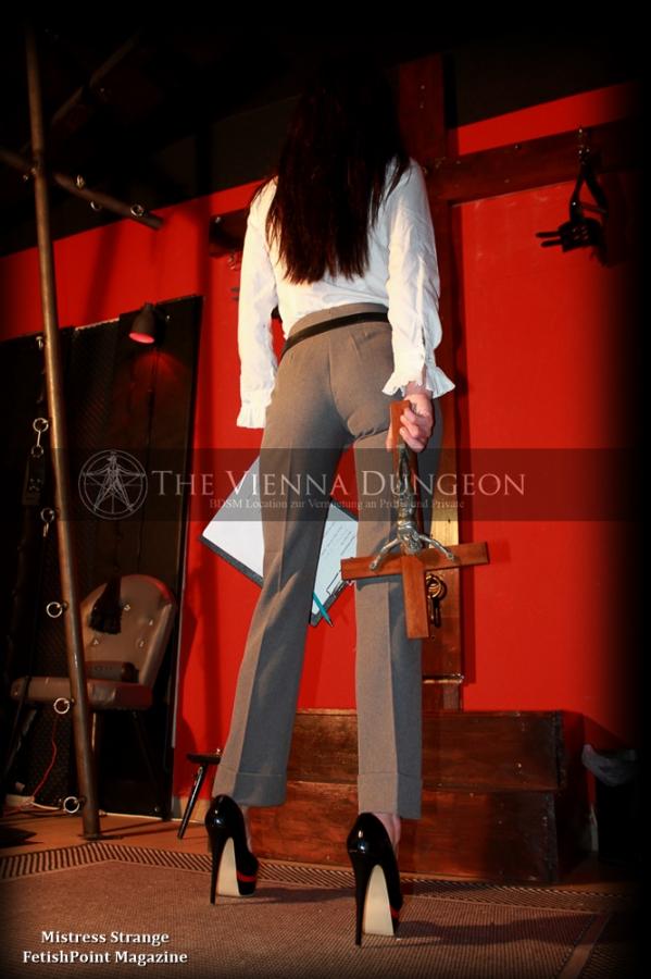 Mistress Strange | Domina Wien | FetishPoint Magazine
